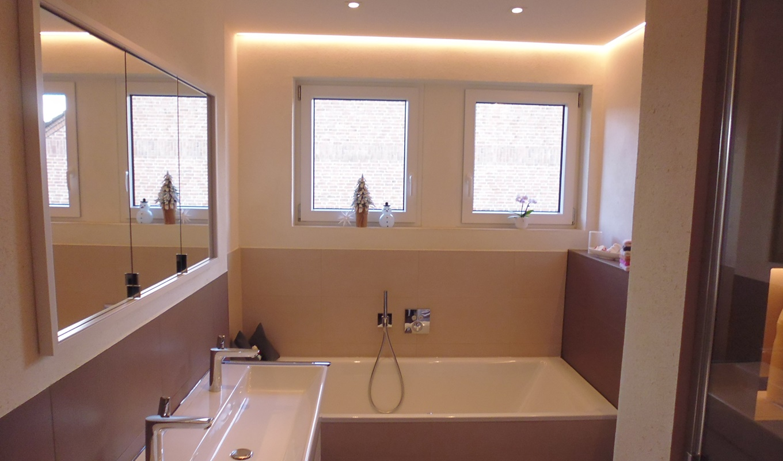 Badsanierung mit Lichtkonzept im Bad in Kleve