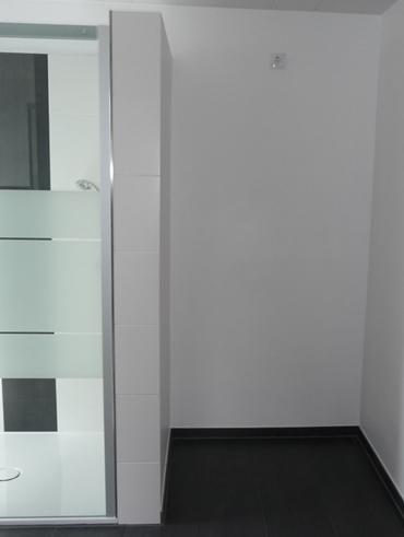 Badreferenz Platz für Schrank oder Regalböden