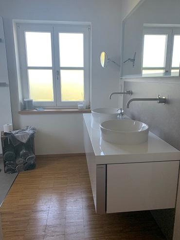 Badreferenz Detail Doppel- Waschplatz