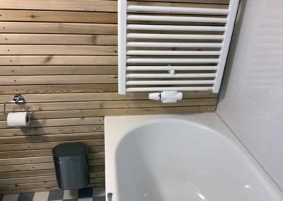Das Detail im Referenz Kellerbad, die Wandverkleidung